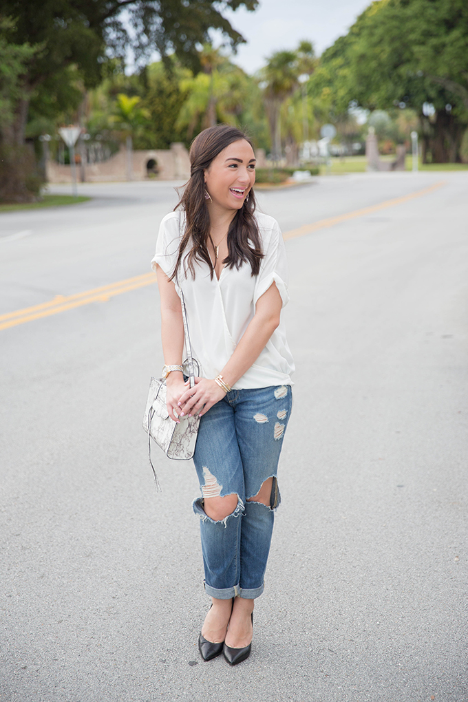 white-top-with-ripped-jeans-the-fashionistas-diary