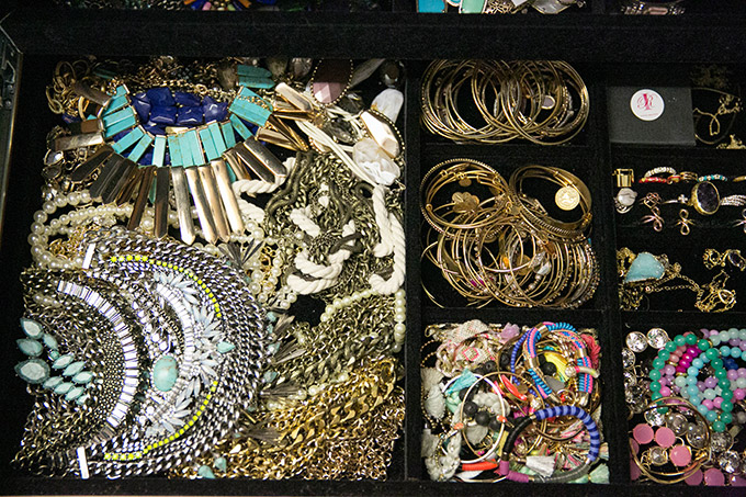closet-jewelry-drawer