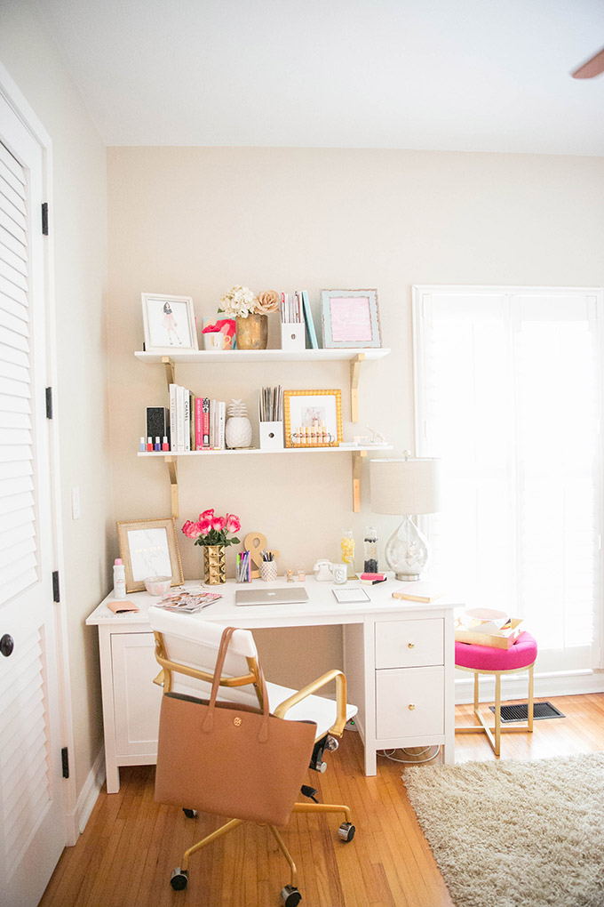 How to make a small office space work the fashionista 39 s - Creating a small home office ...